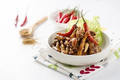 威尼斯人官网:围裙小厨娘:纯手工放心的辣美食